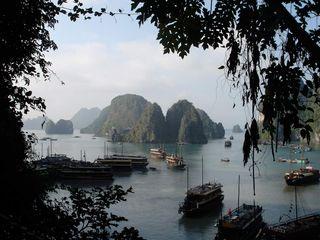 Halong_Bay,_Vietnam